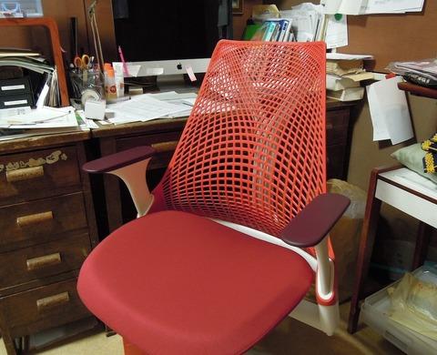 赤い椅子を買いました。(10/31)