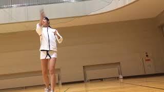 【動画】ムチムチ美脚なバドミントン