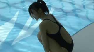 【動画】吉木りさの競泳用水着姿