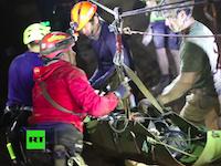 タイ洞窟の子供達はこうして救出された。海軍特殊部隊による救出作戦の映像が公開される。