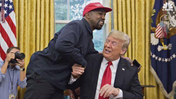 人気黒人ラッパーのカニエさんがトランプ支持を改めて表明 「Make America Great Again」のキャップを着用