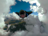 雲の上からウイングスーツ。をGoProオーバーキャプチャーすると面白い映像に。
