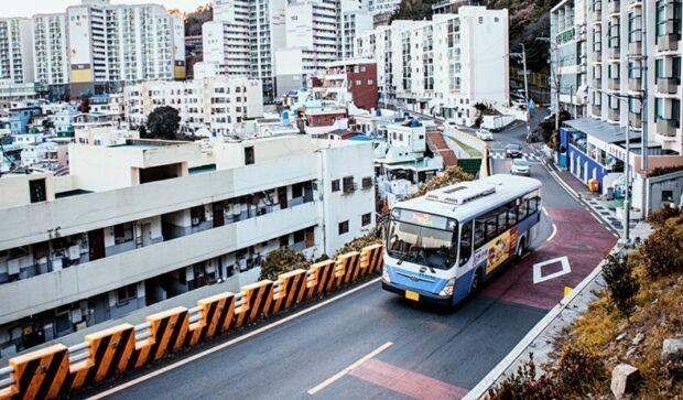 韓国人「険しいことで有名な釜山の山腹道路をご覧ください」