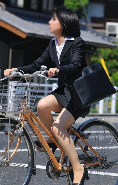 ピチっとした黒のスーツにベージュのパンスト履いたOLで抜きたい!! 【街撮り】