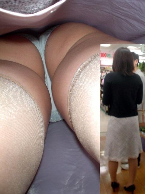 ロング丈の女性を逆さ撮りした結果www