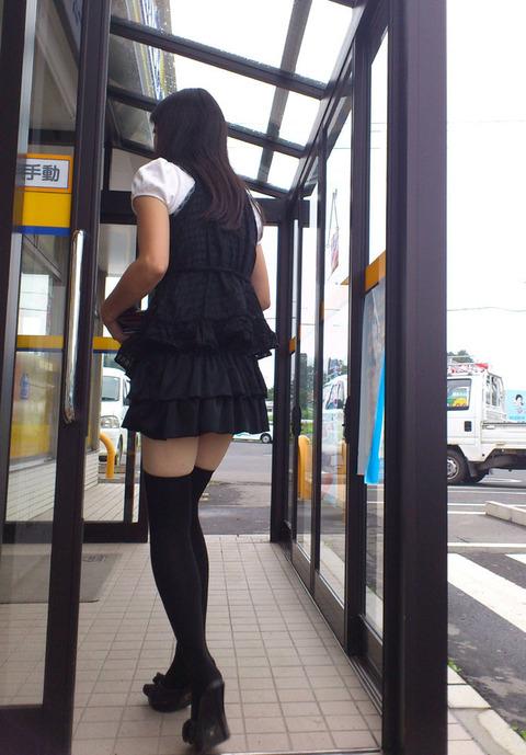 ひらひらのミニスカートから艶めかしい太ももをさらけ出す女子がエロ過ぎ