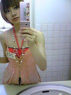 流出キタ━(゚∀゚)━! 鏡に写った自分の姿を写メった画像が携帯から流出