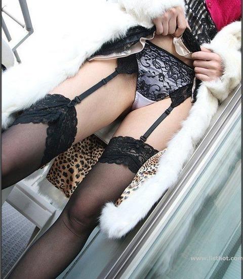 レッグウェアのエロ女王、ガーターベルト!! ブラックに絞って集めたった