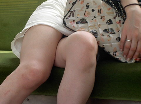 この女性爆睡し過ぎて盗撮され放題ワロタwww