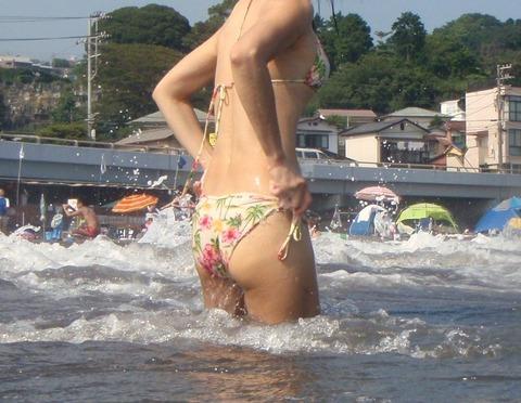 肉感たっぷりのケツ! 海に行ったら、おにゃの子のお尻を重点的に眺めてみる…という願望www