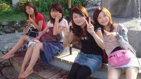 集合写真見てたら前列の女の子がパンチラしてそうだったから拡大してみた結果・・・