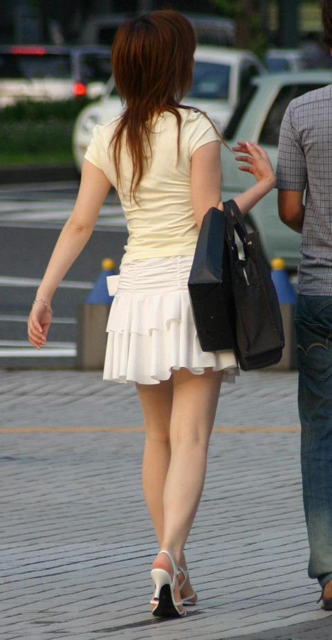 【フェチ対決】 どっちも好きだけど、デートで履かれたらたまらんのは ひらひらスカート vs タイトスカート どっち?