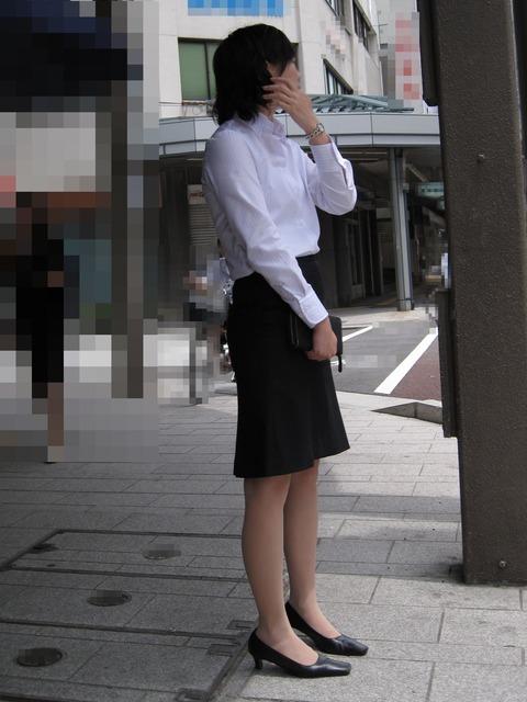 働くお姉さんの街撮り画像を見ながらなら想像で抜ける