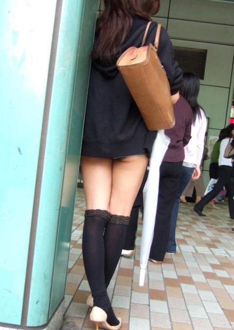 【街撮り】あまりにも短すぎるミニスカを履いた女ってわざと見せてるの?