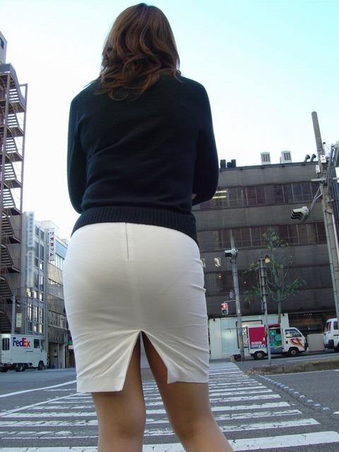 透けすぎワロタwww 下着が透けすぎて注目の的になってる女性画像
