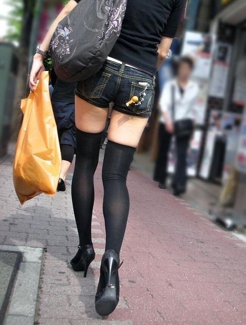 【フェチ対決】 どっちも好きなんて言うなよ! 彼女がショーパン履いたとしたら、より好きなのは 生足 vs ニーハイ どっち?