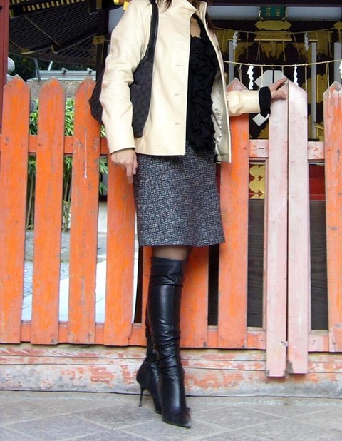 これは鉄板! ブーツ+太もも+スカート=オナネタ