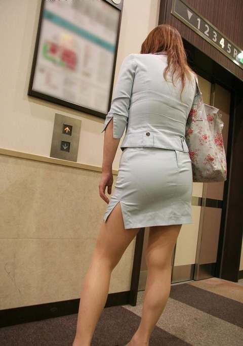 【街撮り】 色の薄い服を着ちゃって、パンツの線がくっきり出ちゃった女性たちの尻を撮ったったwww