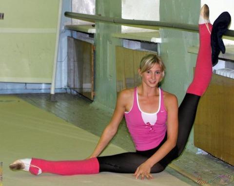 柔軟で開脚をしてる女性を見ると色々考えちゃうよね!!