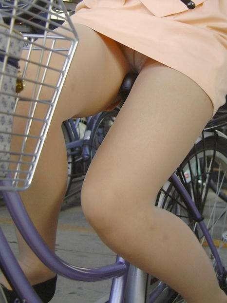 ミニスカとかタイトスカートで自転車乗ってる子を撮影した結果
