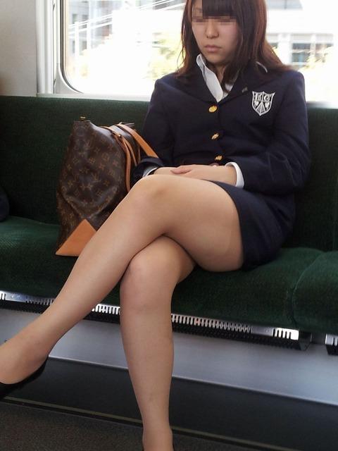 電車内で撮影されたエロ画像貼ってけ