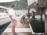 P8090290VOC桟橋で佐藤さん釣り