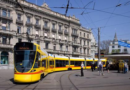 Tango_als_Tram_in_Zürich_beim_Paradeplatz