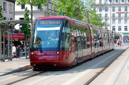 Tram_place_de_jaude_1