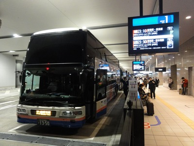 Osaka_Highway_bus_station_20111029