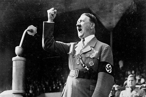 和服姿のヒトラー写真wwwww