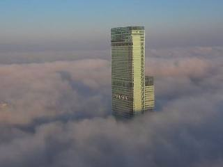 雲海に浮かぶあべのハルカス