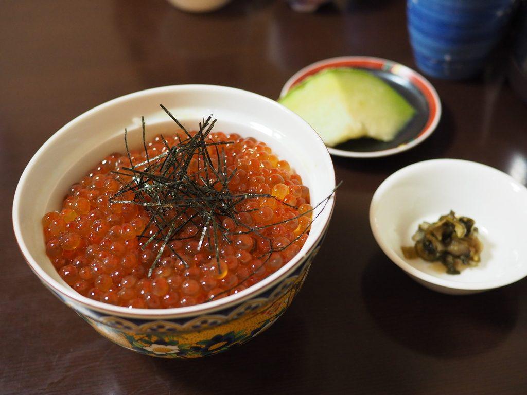 お昼に行列ができる大人気小料理屋さんのいくらまみれの絶品いくら丼ランチ! 福島区 「うえ河」