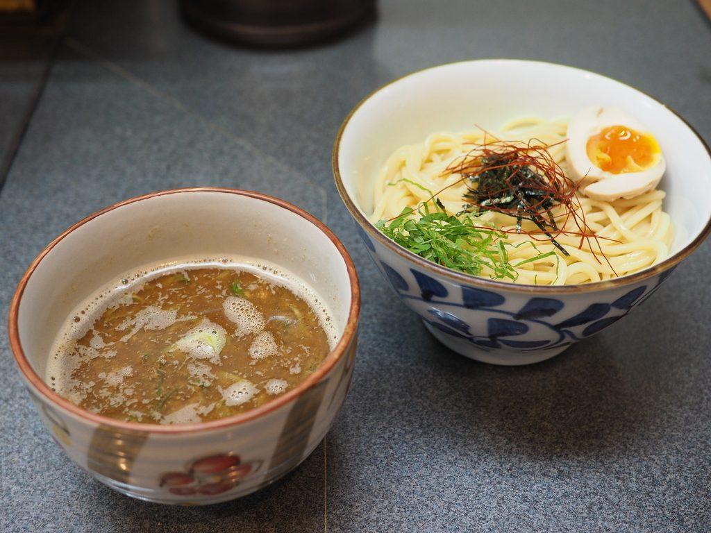 魚介系Wスープの草分け的存在の名店で久しぶりの『魚濃つけ麺』! 北区浪花町 「洛二神」