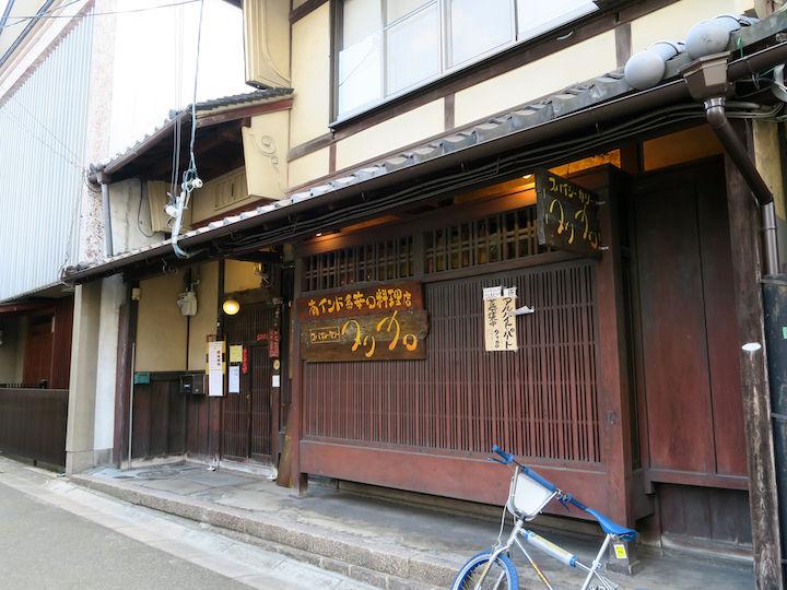 水は厳禁! 古都で味わえる本当の辛口カレー〜奈良 タリカロ〜