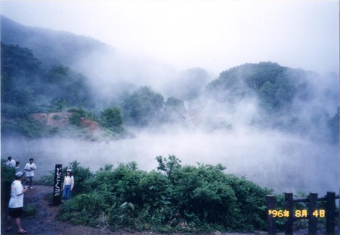 H080804-11地獄沼(JRバス東北十和田北線車窓より)