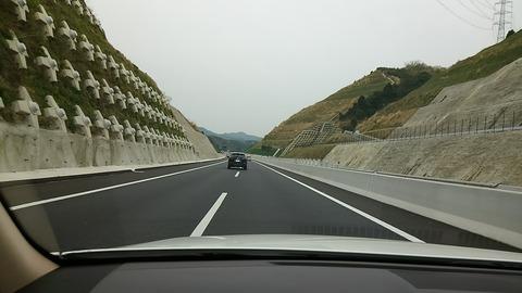 山の中央に道路⑦