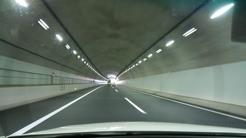 トンネルの中②