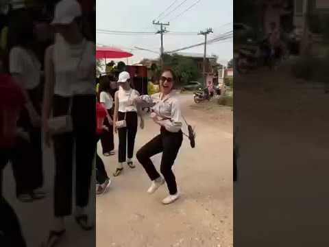 【動画】【閲覧注意】セクシーな女性がサンバを踊る。タイで。