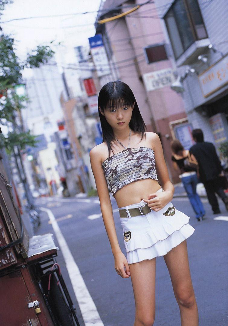 ミニスカート姿のしほの涼さん