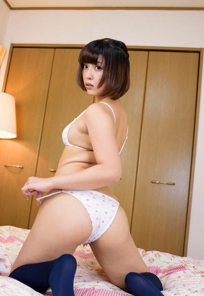 瀬戸ひなの94cmデカ尻着エロ (9)