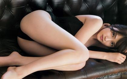 AKB48入山杏奈が本気を見せたTバック画像 (3)