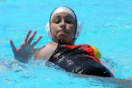 女子水球選手の水着 (10)
