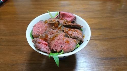 【画像あり】ワイが作ったローストビーフ丼をみてくれ