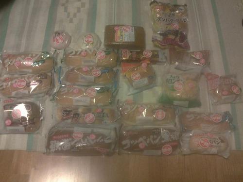【朗報】店行ったら半額のパンが大量に売ってたから21個買ってきたww.ww.ww.ww.ww.ww