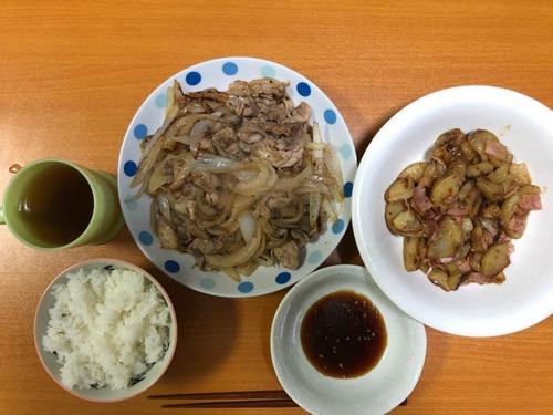 【画像あり】ワイ一人暮らし大学生の晩飯!