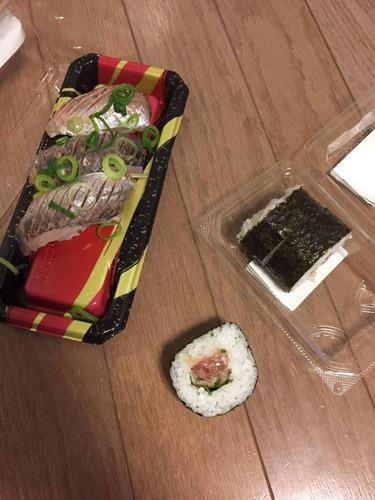 【画像あり】ワイの200円の晩飯豪勢すぎてワロタww