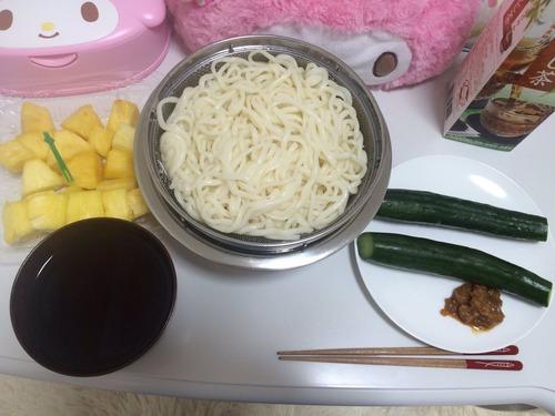 【画像あり】私の夕飯ズボラすぎワロタwwwwwwwwww