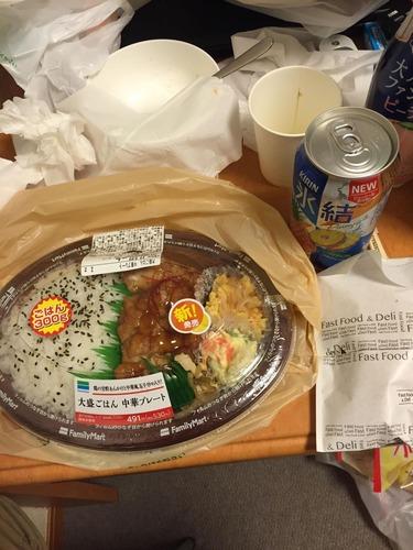 【画像あり】ワイ社畜、最後の晩餐にコンビニ弁当で豪遊