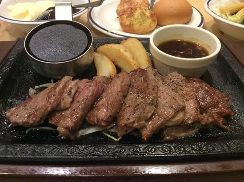いまステーキガストで「ステーキ屋さんの熟成肉フェア」開催中!!!これだけのボリュームで1099円!!!!!!!
