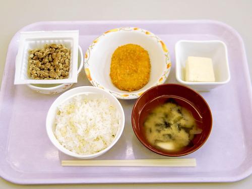 【画像あり】北大の学食のモーニングセットwwwwww